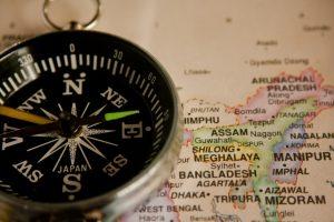 Yincana de orientación, mapa y brújula